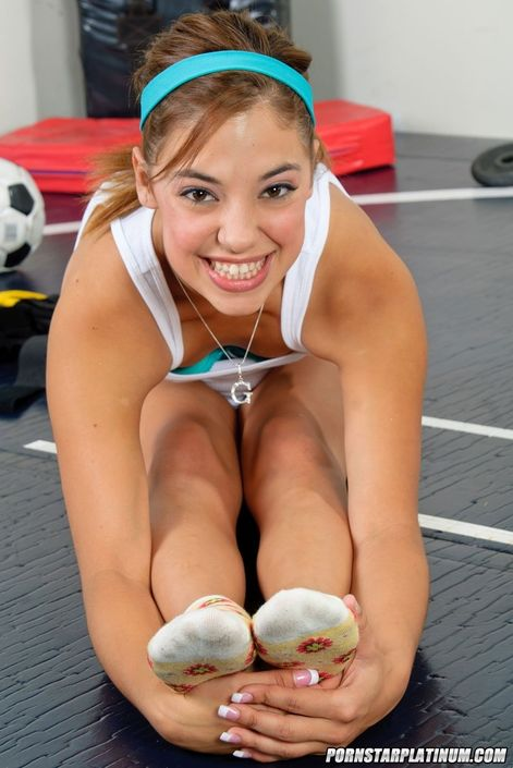 Голая гимнастка хочет ебаться и кончать